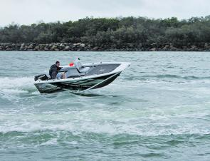 With its new bow design the 440 Hornet Trophy is an extremely dry ride.