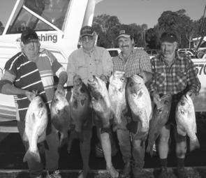 Ron Feenie and his crew with a bag out of sensational pearlies – more what you'd expect in winter but we'll take it anytime it comes along.