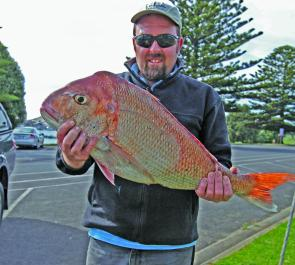 Jason Kaldow with his great snapper of 6.8kg caught off the Lee Breakwater.