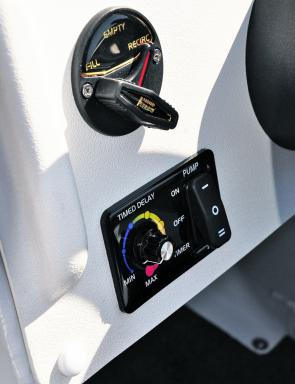 The livewell times and Flow Rite valve control are helm mounted.