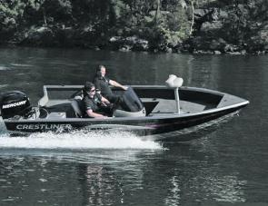 The Crestliner Fish Hawk 1600SC corners safely and under control.