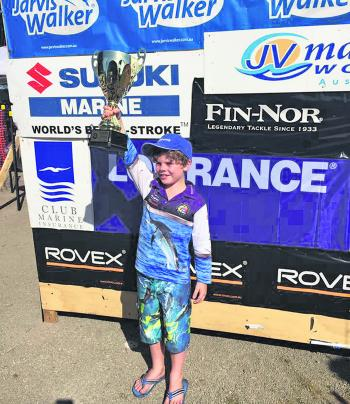 Hunter Blackford holds up the Holy Grail 2016 Victorian Junior Amateur Champion Trophy that he took out with a 7.80kg snapper.