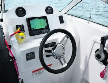 This customer's 2150 was set up with the brief of 'keep it simple'. With this in mind, check out the dash – all-in one, joystick controlled Raymarine and basic gauges. Done.