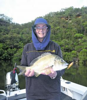 The Hawkesbury is famous for its big blue-nosed bream, which can be encountered along the rock walls, oyster leases, reefs or, like this specimen, on the tidal flats.