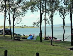 Camping right on the water at Captain Logan Inlet is a great option at Lake Wivenhoe.