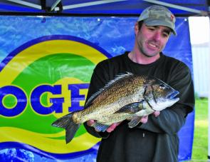 Mark Hayes from Team Donut Kings displays the cracking bream that won his team the Eco-Gear Big Bream Prize