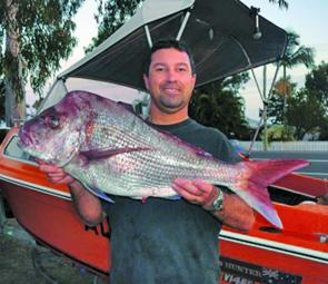Jeremy with a Queensland record 5.74kg snapper taken on 2kg mono after a 15 minute fight at Hutchies. He found some good bait schools around the western side of Hutchies and scored this good-sized snapper on a pearl soft plastic, 1/12oz jighead and 2/0 ho