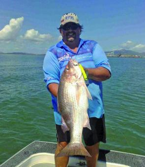 Big Daz displaying a pearler of a fingermark taken from the Townsville shipping channel on the troll.