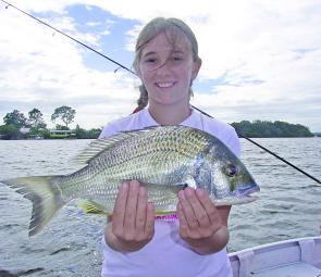 This big bream went very close to 1kg. Shaela Templeton pulled this quality fish out of the Noosa River along the Tewantin stretch.