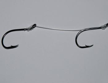 The rig you use for your bait can vary. If you're targeting mulloway, snapper and the like, a mono leader will suffice. I usually attach two or three hooks to the leader using a simple snell. How large the hooks are and the distance they are spaced apart