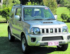 Bonnet scoop, a new grille and bumper – that's the face of the new Jimny Sierra.