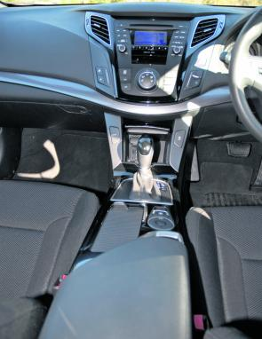 The i40's interior layout is very neat and stylish, with many useful compartments.