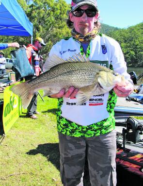 Paul Gillespie got the big bite, finishing 2nd in the boater division and picking up the Austackle Big Bass prize.