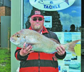 Wayne Turner and his 7.04kg snapper from the Lee Breakwall.