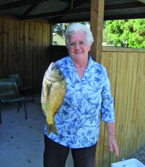 Di Cunningham with an outstanding bream weighing 1.291kg.