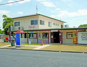 As the Clarence Head Camp Grounds office also doubles as a newsagent and general store, it's easy to find in Charles Street Iluka.