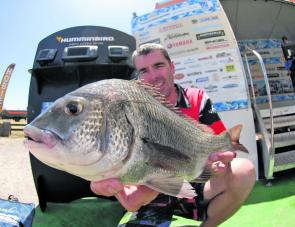 Mark Hayes with his 1.10kg Gladiator Big Bream winning fish.
