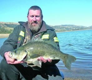 Muddy with his fantastic 1.88kg Big Bass specimen.