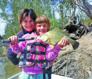 Sonia and Taneisha Aston with a typical golden perch from the Edward River.