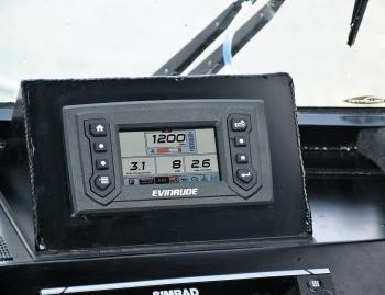 The Evinrude Icon Touch digital gauge gave super clear readings and with different page options gives the skipper the ability to quickly and easily view detailed readings of fuel/fluid levels, trip logs, engine data and more.