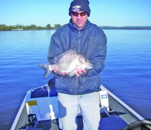 Ritchie with a quality Browns Rocks bream caught on a blade.