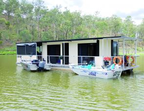 Boats can be easily tied up to the houseboat with strategically placed bollards.