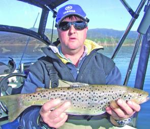 Not to be outdone, Dave Wilson with a quality Jindabyne brown trout.