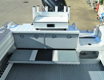 The transom of the 651 holds a live bait tank, bait board and a seat that latches up when not in use.