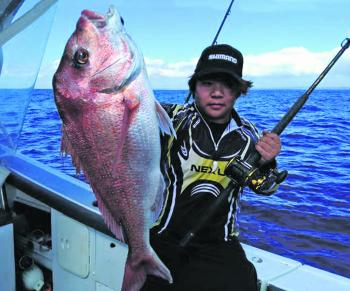 A nice 4kg snapper floatlined in 85m.
