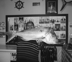 Robert Slatter with a whopping 10kg snapper he caught off the Lee Breakwall.