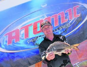 Steve Emerson from Team Duffrods displays a quality bream that was in contention for Eco-Gear Big Bream.