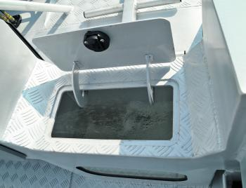 The walkthrough transom is a great feature of the 591. It allows easy access to the cabin area on and off the water. This area also houses the plumbed live well.