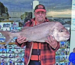 Wayne Turner with a very chunky 12lb snapper.