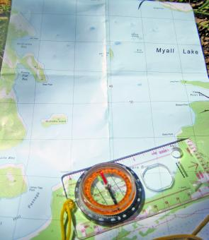 Navigation is best done with a 1:25000 map and compass.