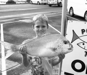 Jamie Young with 9lb snapper caught of the Lee Breakwall.