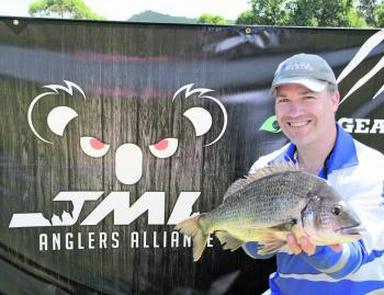 Greg Crellin from Team Club Marine Displays the monster 1.67kg bream that handed his team the JML Anglers Alliance Big Bream.