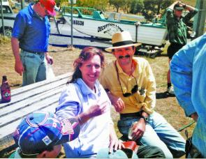 Gary McDonald is not only a well-known Aussie actor, he is a keen angler and here he's catching up with Debbie Lennon at Glenbawn Dam.