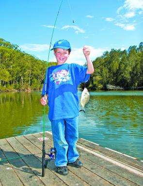 Coffs fishing: kids show