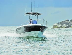 The Lewis 590CC hull shows its underwater pedigree. Whether in a head sea or a following sea, its behaviour is exemplary.
