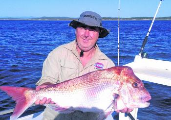 Jason Issacs with a 7.5kg snapper taken on a plastic.