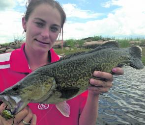 Murray cod are quite a common capture at Leslie Dam. Courtney Muller showed the boys how to do it with this fish.