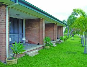 The Pioneer Valley Hotel's self-contained and comfortable units are the closest accommodation to Teemburra Dam.