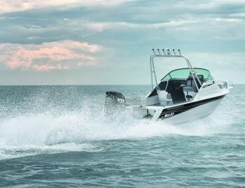The 4-stroke Suzuki 115hp is the ideal power plant for this boat and contributes significantly to its 'racecar' nickname.