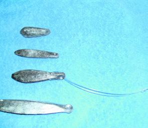 The sinker loop and snapper sinker. The loop makes it easy to change out your 'plumb bob' for a lighter or heavier sinker should the depth/current/ wind (or all three) change during your fishing trip. The sinker at the top of the photo is a bank sinker, t