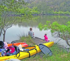 Tranquil camping on this tidal creek: an ideal type of area for your first kayak expedition with kids.