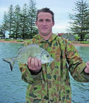 Troy dead-sticked Berkley Gulp Shrimp at the shallow reefs off Redcliffe and resulted in this nice bream.