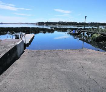 Lake Purrumbete Boat Harbour. The fast dropping water level is most noticeable at the concrete ramp.