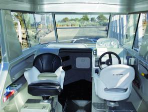 The internal layout of the boat is spacious and functional. The skipper and passenger seats sit atop fully moulded seat boxes that have plenty of storage for lifejackets, food or fishing tackle.