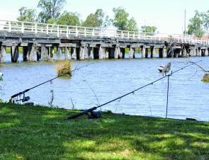 A site you can see all along the Goulburn River – anglers trying their luck from the bank.