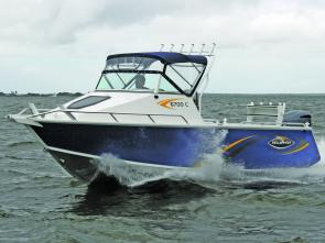 The Yellowfin 6700C is a ruggedly handsome craft which carves its way through the chop.